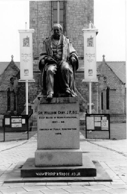 sir_william_gray_statue.jpg