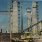 Installing steel beams between Reactor Hall towers - 1970